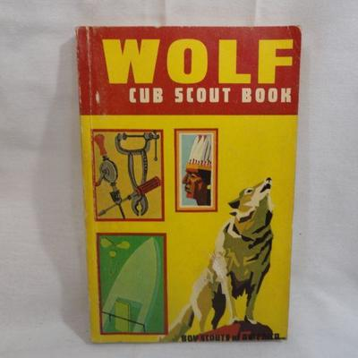 Lot 301 Wolf and Bear Scout Manuals rare vintage Books