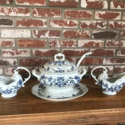 Blue Danabe, 3pc lot - w 2 gravy pitcher and soup tureen