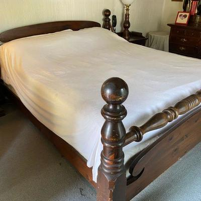 Antiqued Pine Old Tavern Ethan Allen King Size Bed with Tempurpedic Mattress