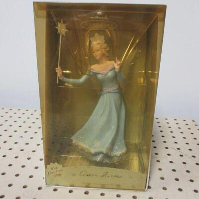 Lot 8 - Hallmark Frostlight Fairies Queen Aurora Tree Topper Fiber Optic