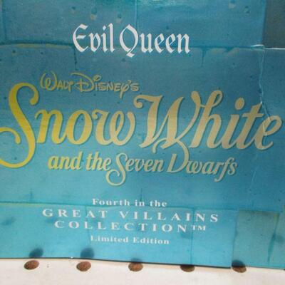 Lot 11 - Disney's Evil Queen From Snow White (Great Villains Collection)