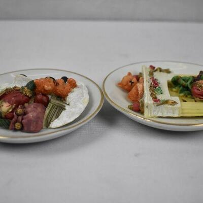 2 Decorative Christmas Plates, Small: Fireplace/Cat/Dog & Santa