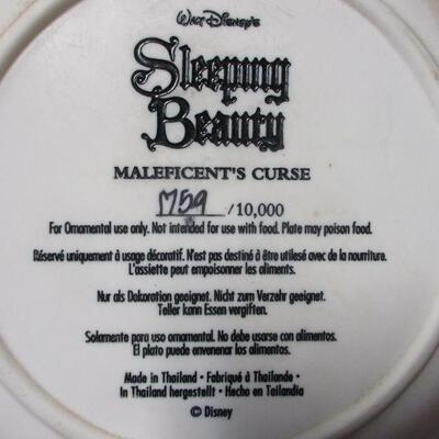 Lot 20 - Sleeping Beauty 3D Plate