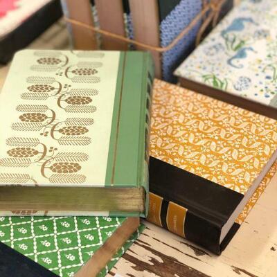 Lot 16 Vintage Décor Books