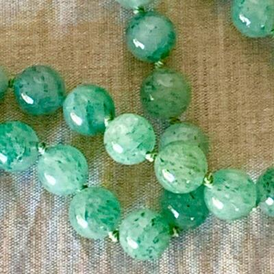 IB 104  NECKLACE OF SPECKLED JADE GREEN BEADS 14K CLASP