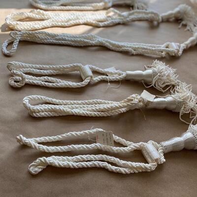 Eight pieces ivory tasselage window tassels