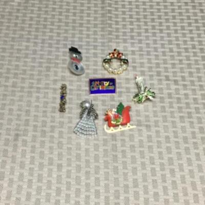 Christmas pins Lot