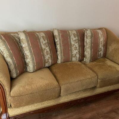 LOT 1 Sofa 3 Cushions Rolled Arms