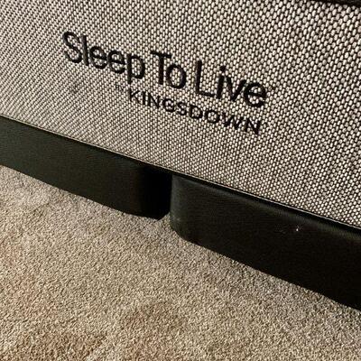 LOT 9  SLEEP TO LIVE 200 SERIES KINGSDOWN CAL KING BED SET