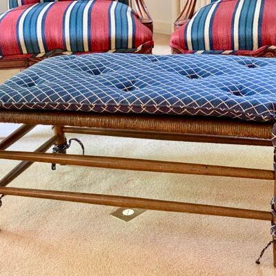 LOT 7 BENCH WOVEN TOP