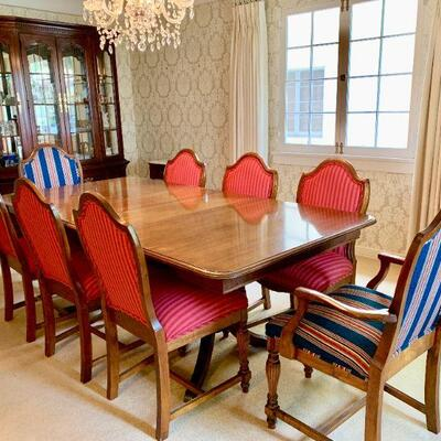 LOT 19 DUNCAN PHYFE DINNING TABLE 10 CHAIRS