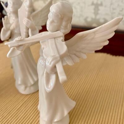 LOT 26 DRESDEN ANGEL BAND 3 FIGURINES