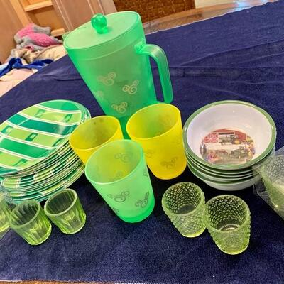 REUSABLE PLASTIC SET NOW ONLY $45 INCLUDES 6 GLASS VOTIVE HOLDERS As Shown
