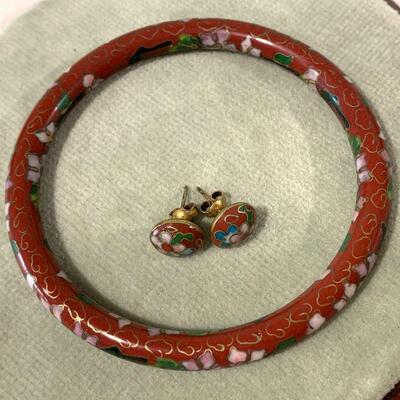 LOT 43. COSTUME JEWELRY CHINESE CLOISONNE BANGLE & POST EARRINGS