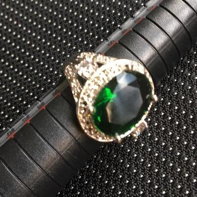 Sterling Silver Ring Size 8 with Green Center Stone
