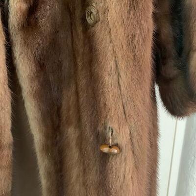 LOT 32 Mink Coat Bullocks
