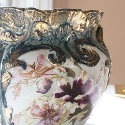 Lot 11 Beautiful Lrg Floral Pot w/ Gold Accents