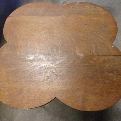 Lot 2 - 4 Leaf Clover End Table