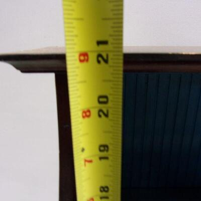 Lot 4 - 3 Drawer Display Shelf
