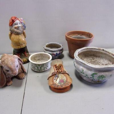 Lot 10 - Outdoor Pots & Decor