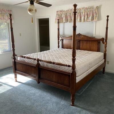 Vintage Solid Wood King Size 4 Poster Bed