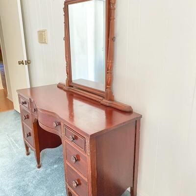 Vintage Vanity with Mirror - Excellent Condition