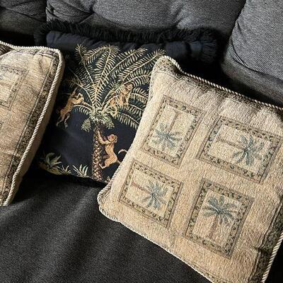 L85: Set of Three Throw Pillows