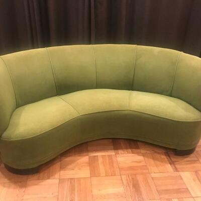 Vladamir Kagan-like kidney  shaped couch75