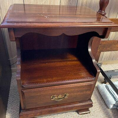 M133: Nightstand with Drawer and shelf