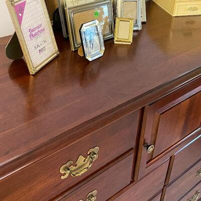 M138: Very Nice Dresser with 12 Drawers