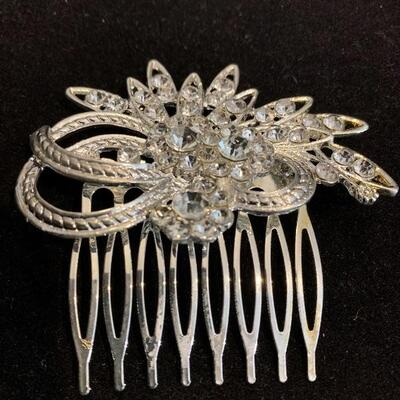 Beautiful Hair Comb with crystals.