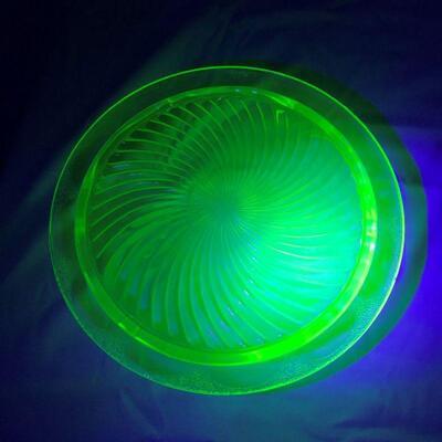 Anchor Hocking Swirl Uranium Cake Plate