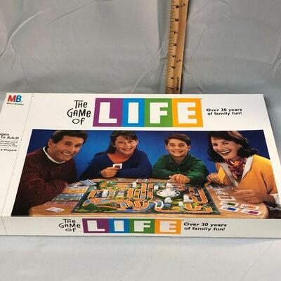 Lot 24 - The Game of Life Board Game