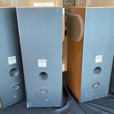 LOT#9LR: 4 Bose 401 Speakers