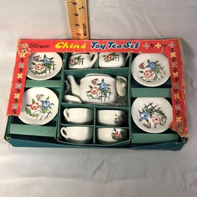 Lot 5 - Vintage Straco Japan Child's Tea Set