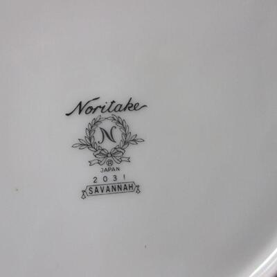 Lot 1 - Noritake Savannah #2031  Platinum Trim Set 48 Pieces
