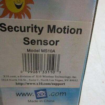 Lot 16 - X10 Lamp Model LM465 & X10 Security Motion Sensor Model MS10A