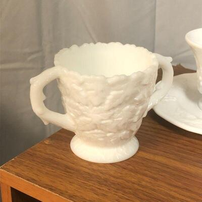 Lot 21 - Vintage Milk Glass