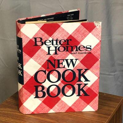 Lot 55 - 1970 3rd Printing Better Homes Cookbook