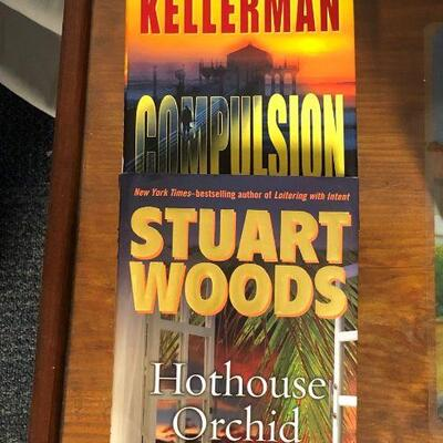 Lot 67 - 7 Hardcover Modern/Popular Author Books