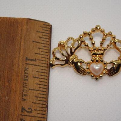 Gold Tone Victorian Hands, Pearl Heart Brooch, Sweetheart Jewelry