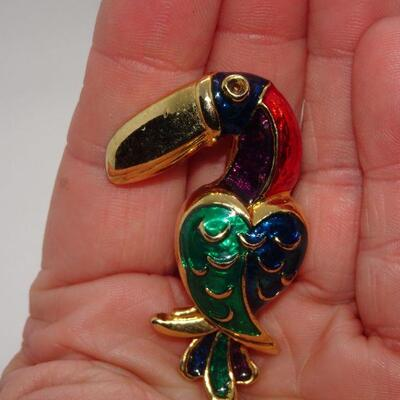 Gold Tone Toucan Brooch Pendant, Colorful Bird Pin