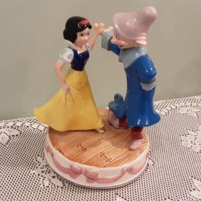 Schmid Snow White & Dopey musical figurines