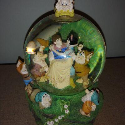 Snow White Musical Snow Globe