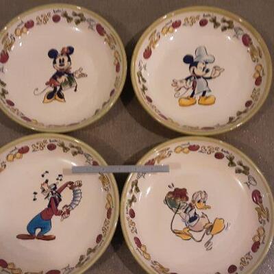 Disney Pasta Bowl Set 1 Large and 4 small bowls