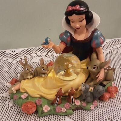 Authentic Original Disney Parks - Snow White musical figurine
