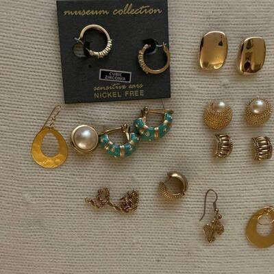 Costume Jewelry - Lot 7