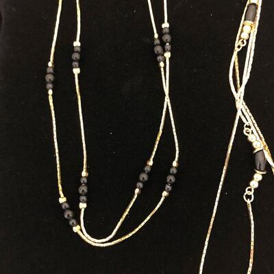 Lot 12 - Single Strand and Multi-Strand Necklaces