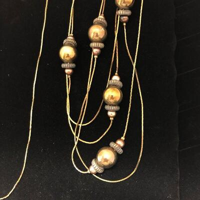 Lot 13 - Single Strand and Multi-Strand Necklaces