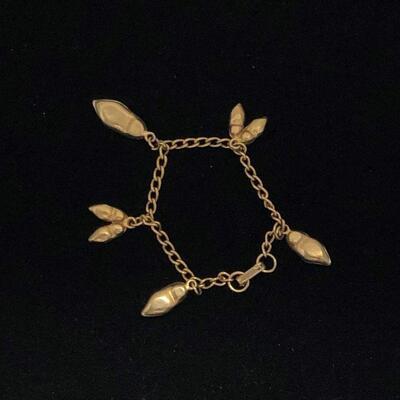 Lot 17 - Dutch Shoe Charms Bracelet